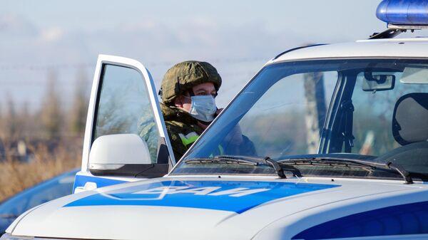 Сотрудник военной автомобильной инспекции у КПП военного аэродрома Балтимор в Воронеже. 9 ноября 2020