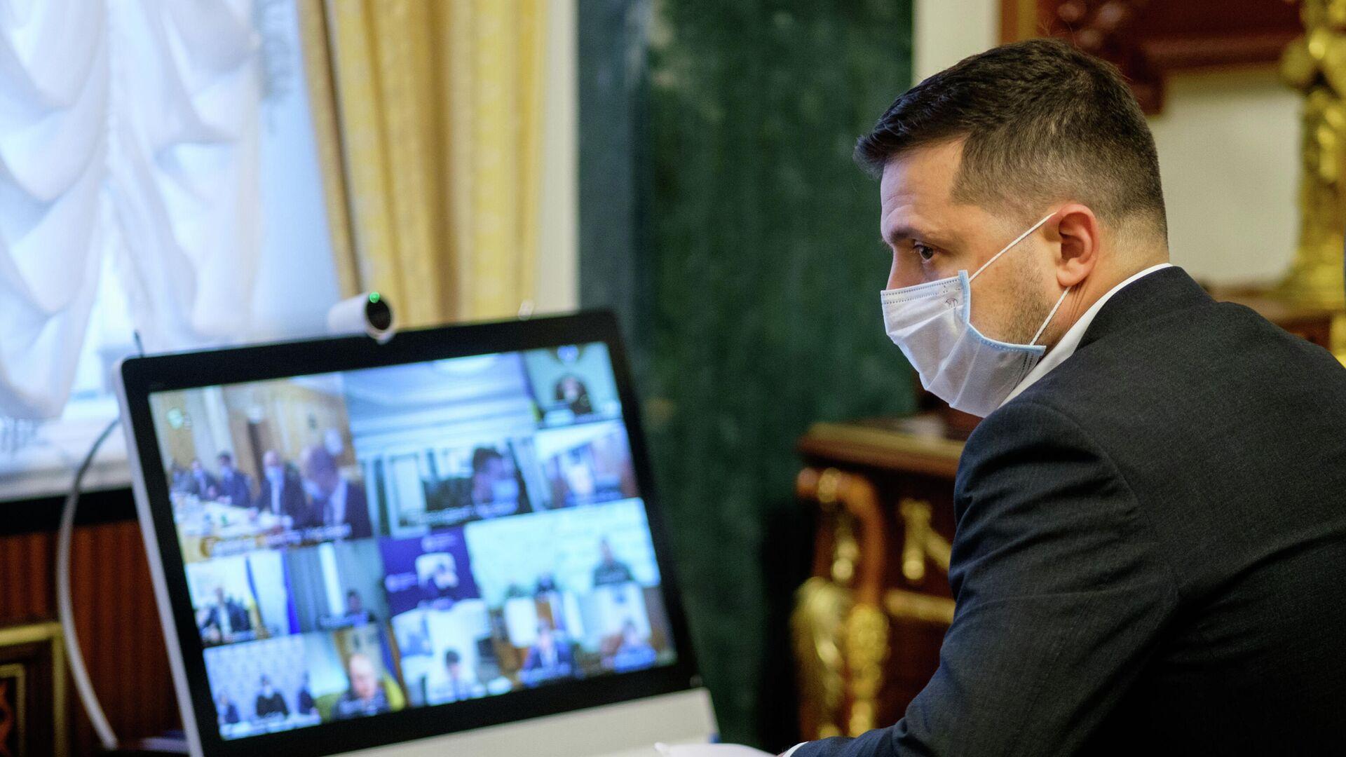 Президент Украины Владимир Зеленский во время совещания в режиме онлайн - РИА Новости, 1920, 06.03.2021