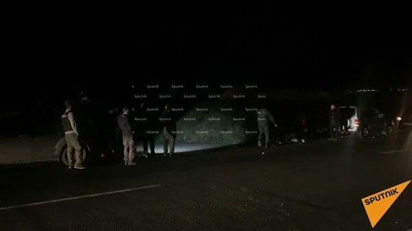 Кадры оцепления российских пограничников и армянских полицейских на месте падения вертолета