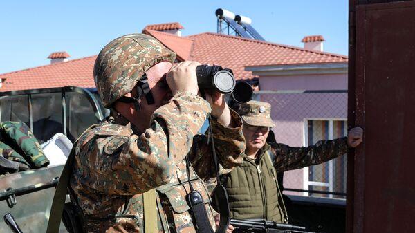 Вооруженные мужчины в селе Чанахчи в Нагорном Карабахе