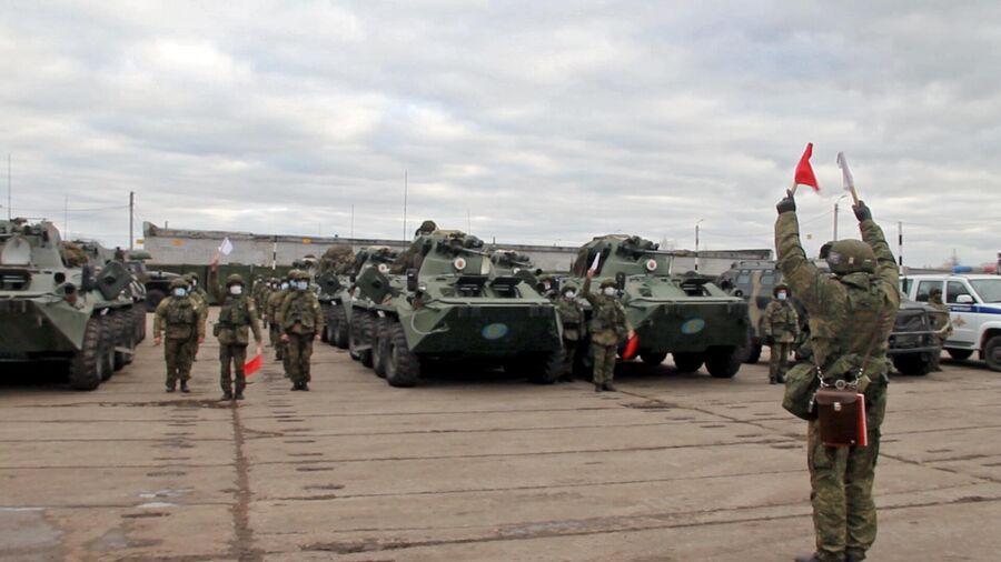 Миротворцы перед отправкой на аэродром Ульяновск-Восточный. Кадр видео