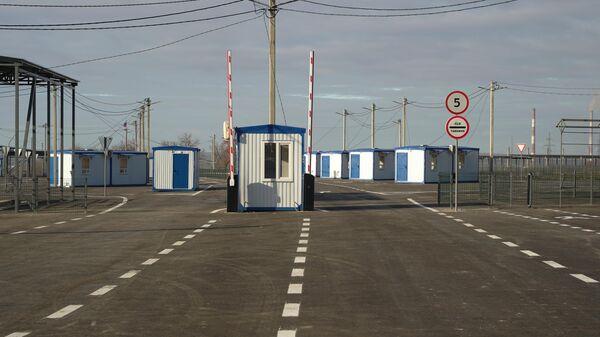 Контрольный пункт въезда-выезда Луганск - Счастье у линии соприкосновения в Донбассе