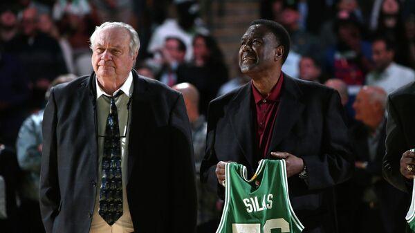 Том Хейнсон (слева)