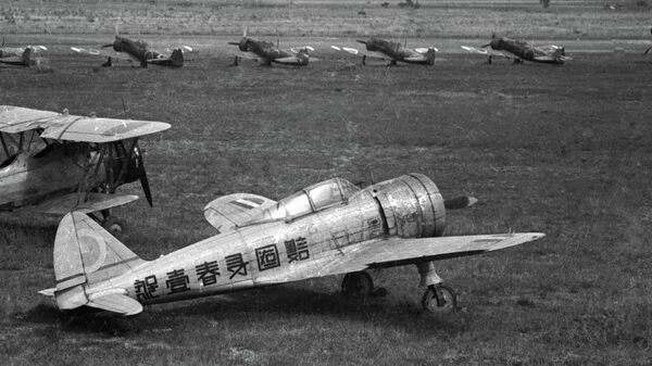 Японские самолеты на аэродроме во время второй мировой войны