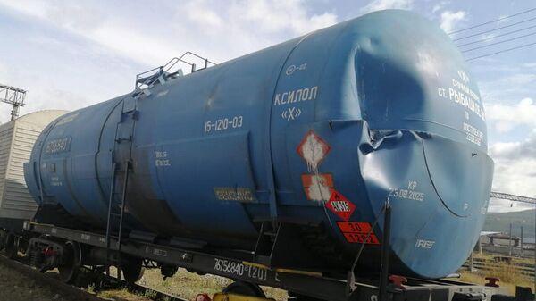 Поезд на нерегулируемом железнодорожном переезде перегона Лена-Янталь ВСЖД в городе Усть-Кута