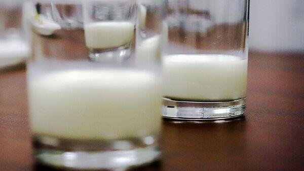 Стаканы с молоком