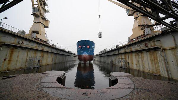Церемония спуска на воду ярусолова-процессора Марлин проекта МТ1112XL судостроительного завода Северная верфь в Санкт-Петербурге