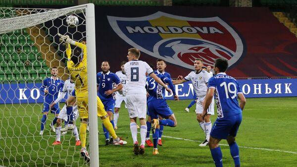 Игровой момент матча сборных России и Молдавии