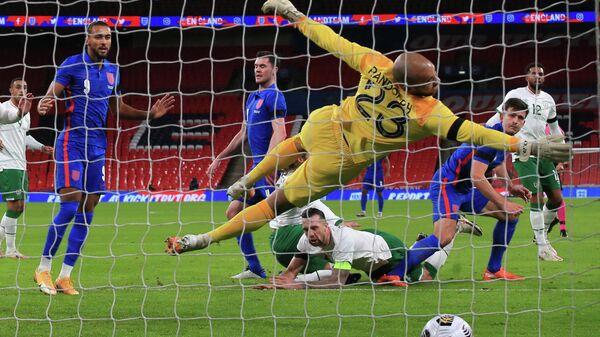 Игровой момент матча Англия -  Ирландия