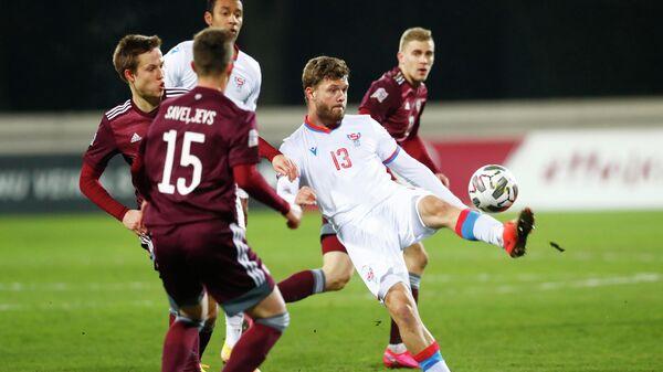 Игровой момент матча Лиги наций УЕФА между сборными Латвии и Фарерских островов