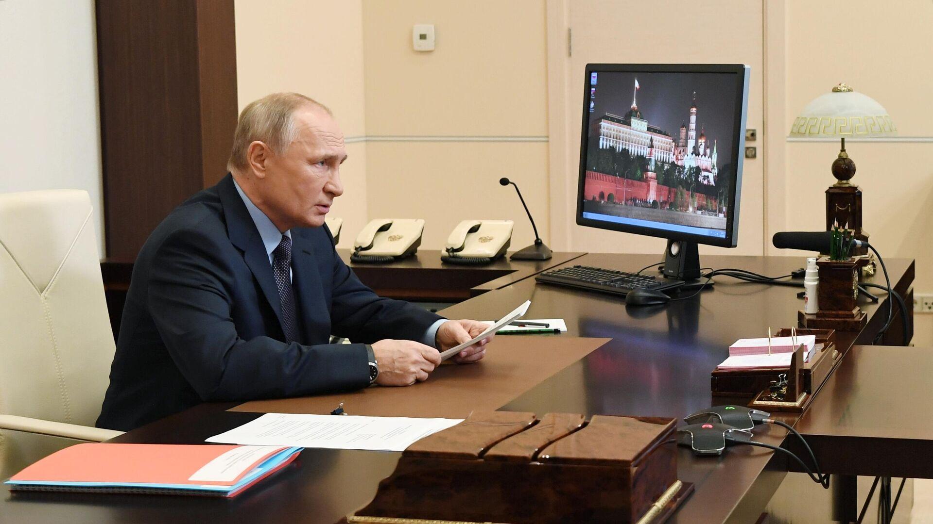 Президент РФ Владимир Путин проводит оперативное совещание с постоянными членами Совета безопасности РФ в режиме видеоконференции - РИА Новости, 1920, 16.11.2020