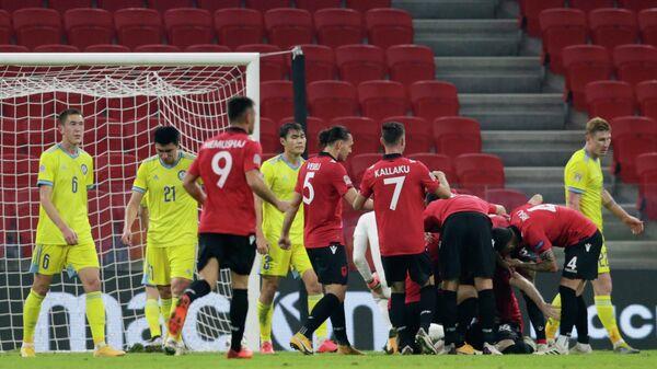 Футболисты сборной Албании и Казахстана