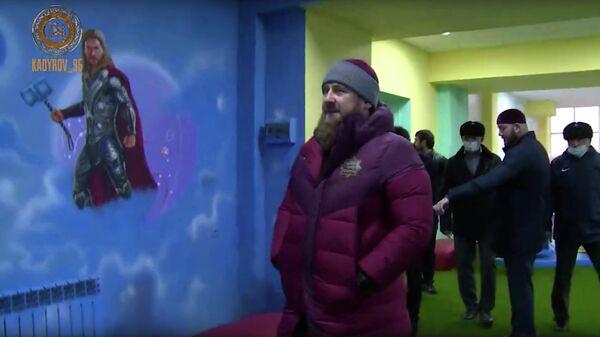 Глава Чечни Рамзан Кадыров во время посещения детского игрового центра в городе Курчалой