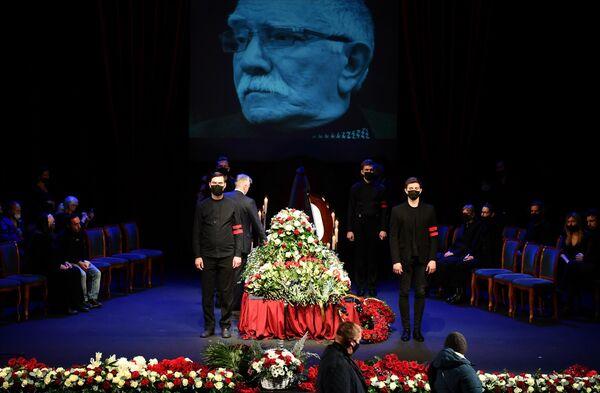 Прощание с Арменом Джигарханяном