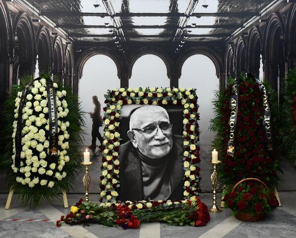 Церемония прощания с актером театра и кино, народным артистом СССР Арменом Джигарханяном