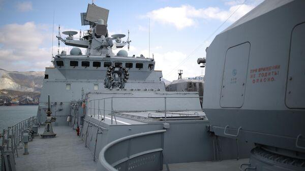 Фрегат Адмирал Макаров ВМФ РФ в порту Новороссийска