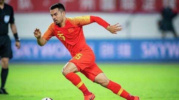 Футболист сборной Китая Нико Йеннарис