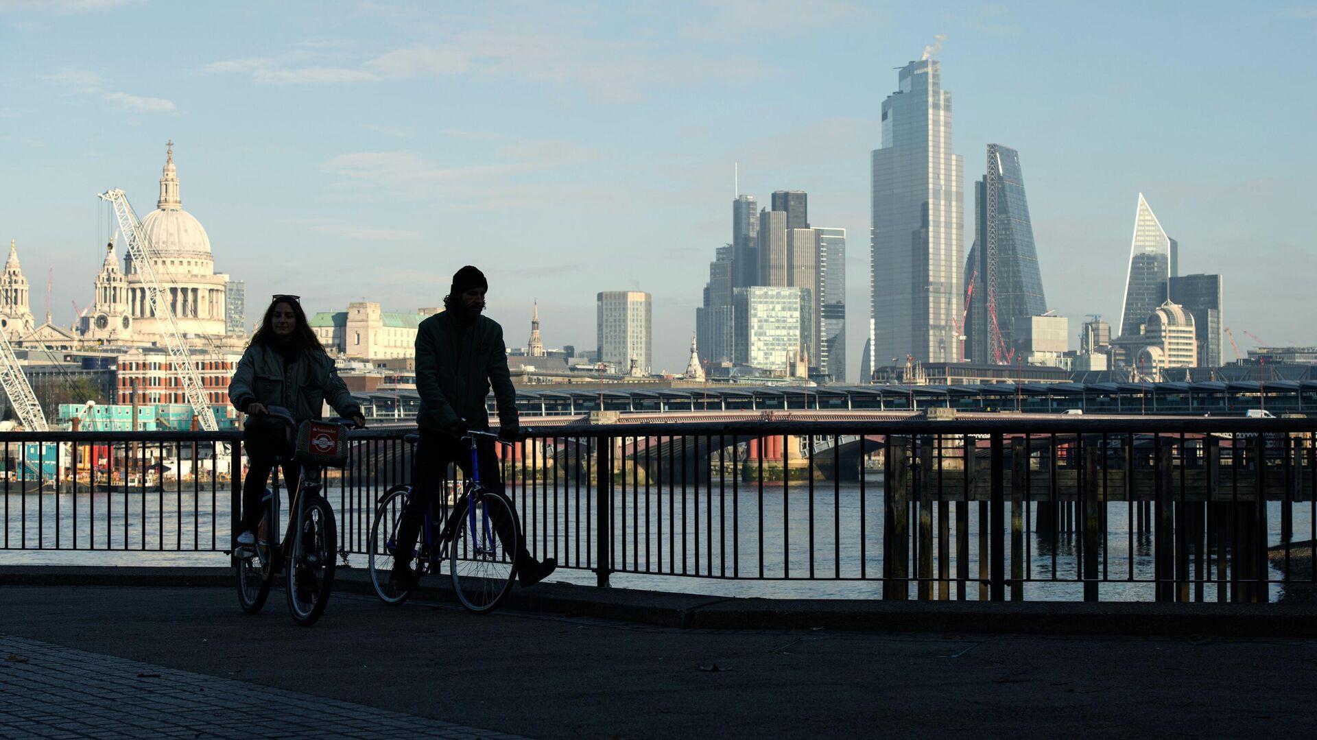 Вид на Лондон с южного берега Темзы во время карантина, введенного в связи с коронавирусом - РИА Новости, 1920, 13.10.2021