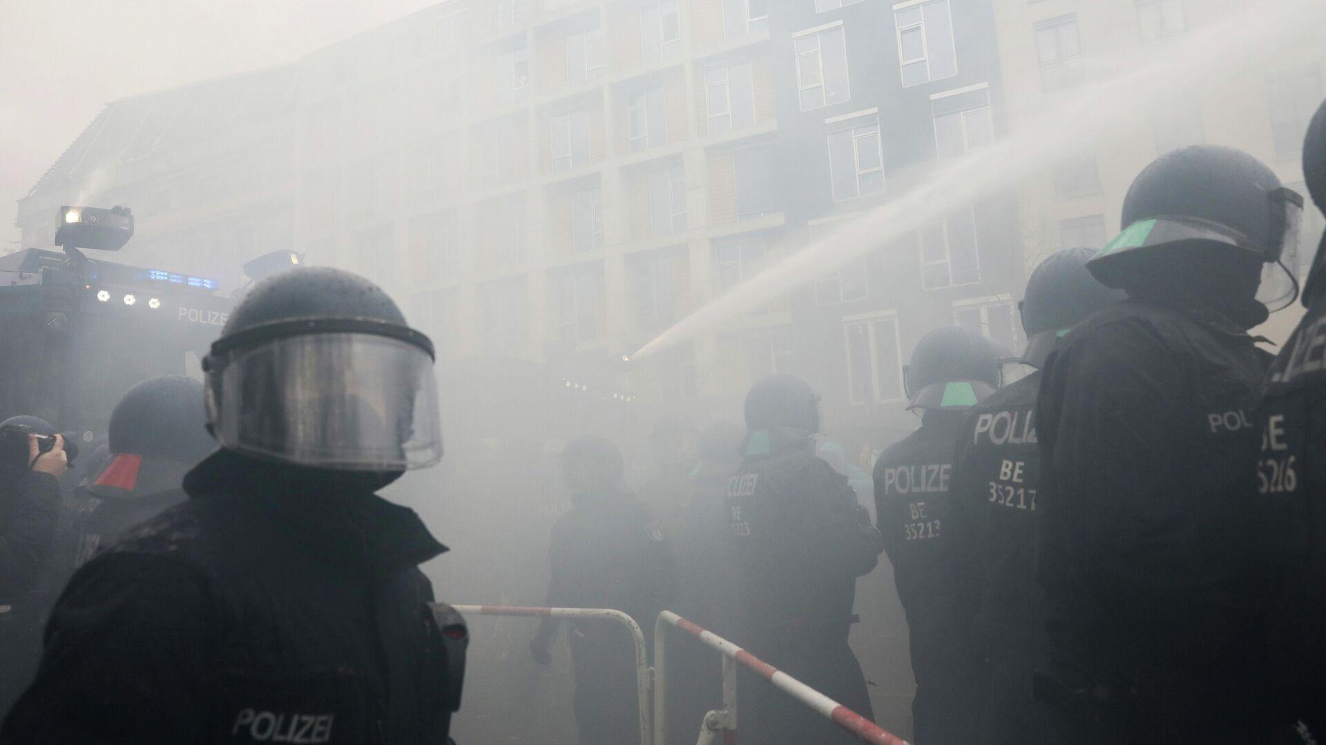 Разгон протестующих возле здания Рейхстага в Берлине - РИА Новости, 1920, 18.11.2020