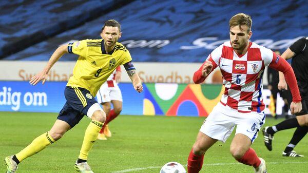 Защитник сборной Хорватии Марин Понграчич (справа)