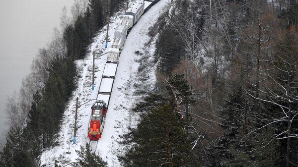Поезд с трансформаторами для Красноярской ГЭС следует из Екатеринбурга в Дивногорск