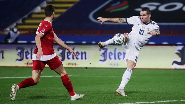 Нападающий сборной России Антон Заболотный (справа)