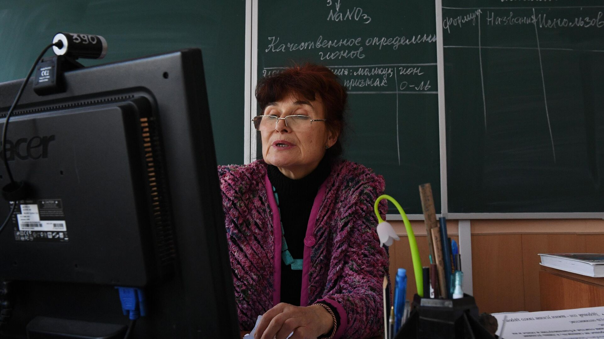 Учитель химии ведет дистанционный урок в гимназии №15 Новосибирска - РИА Новости, 1920, 19.07.2021