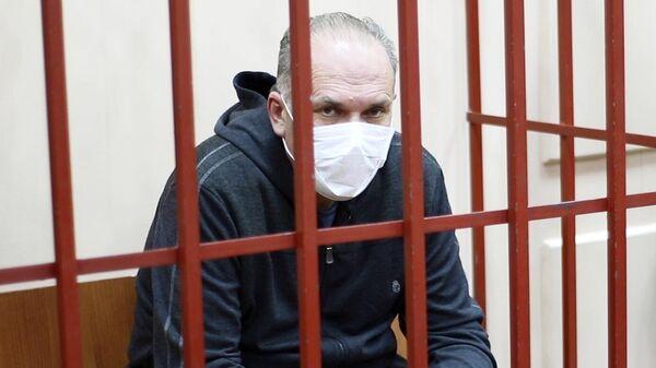 Михаил Мень в Басманном суде Москвы