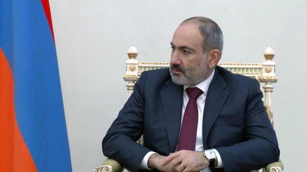 Премьер-министр Армении Никол Пашинян во время встречи в Ереване с министром обороны РФ Сергеем Шойгу