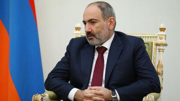 Премьер-министр Армении Никол Пашинян во время встречи с министром иностранных дел РФ Сергеем Лавровым в Ереване