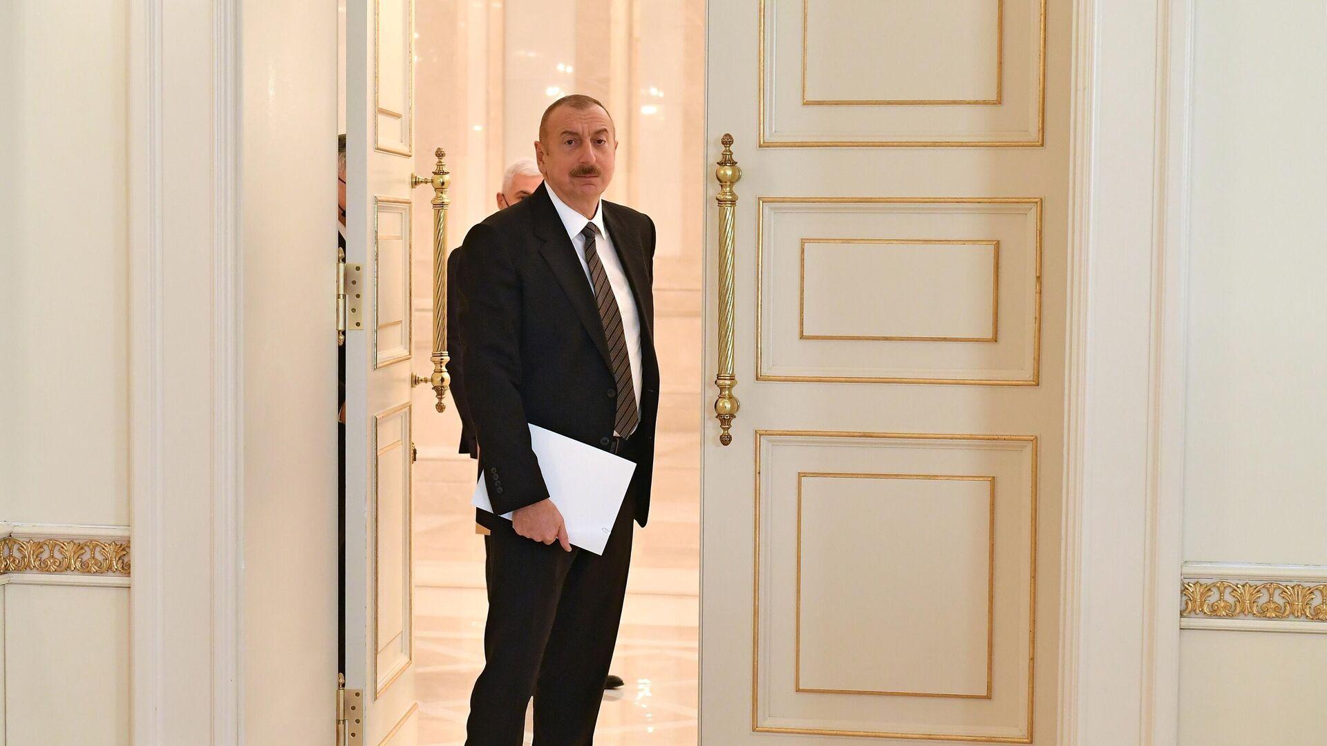 Президент Азербайджана Ильхам Алиев перед встречай с министром обороны РФ Сергеем Шойгу в Баку - РИА Новости, 1920, 07.01.2021