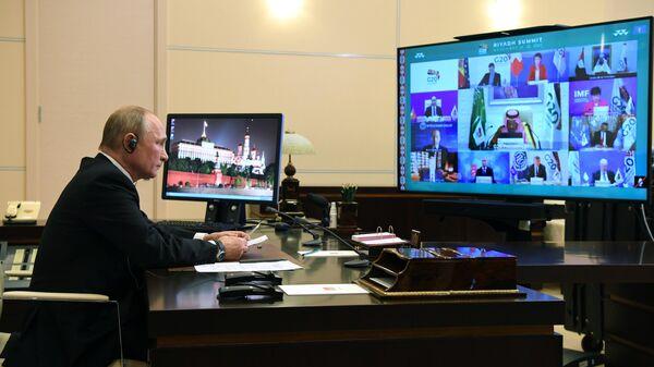 Президент РФ Владимир Путин принимает участие в работе саммита Группы двадцати в режиме видеоконференции