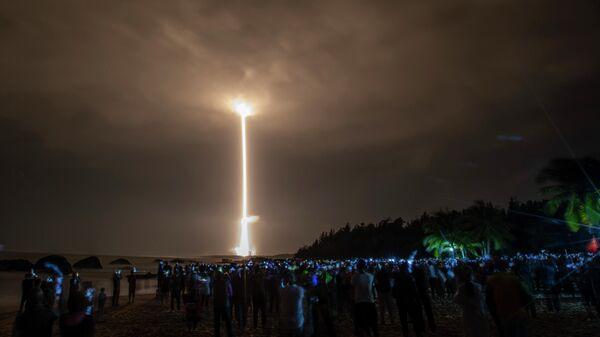 Ракета Long March 5 с китайским лунным зондом Chang'e-5 стартует из Космического центра Вэньчан на южном острове Хайнань в Китае