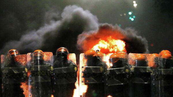 Полицейские во время акции протеста в Порту-Алегри, Бразилия. 23 ноября 2020