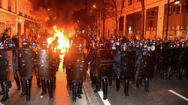 Акция против разгона лагеря беженцев в Париже