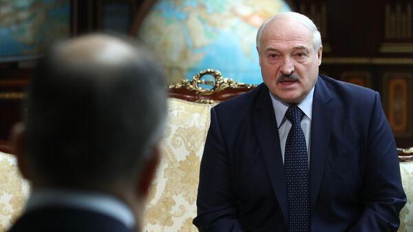 Президент Белоруссии Александр Лукашенко на встрече во Дворце независимости в Минске с министром иностранных дел России Сергеем Лавровым