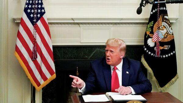 Президент США Дональд Трамп во время телеконференции в Белом доме