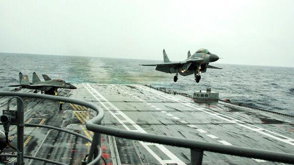 Cамолет Военно-морских сил Индии МиГ-29К