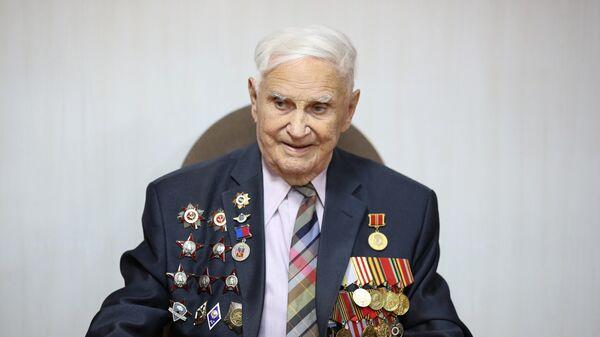 Ветеран Великой Отечественной войны Михаил Васильевич Терещенко в Центре по изучению Сталинградской битвы в Волгограде