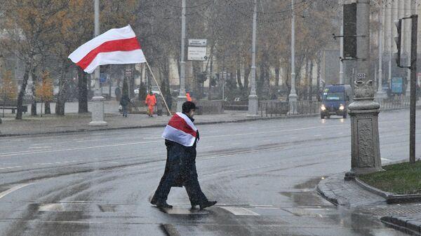 Участники несанкционированной акции протеста Марш соседей в Минске
