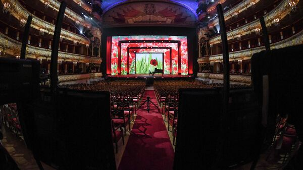 Участник благотворительного концерта Мы вместе на сцене Большого театра в Москве