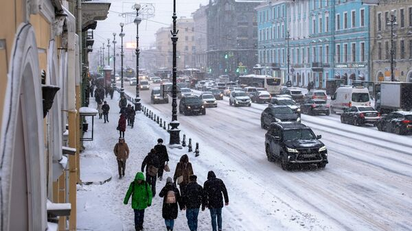 На Невском проспекте в Санкт-Петербурге во время снегопада