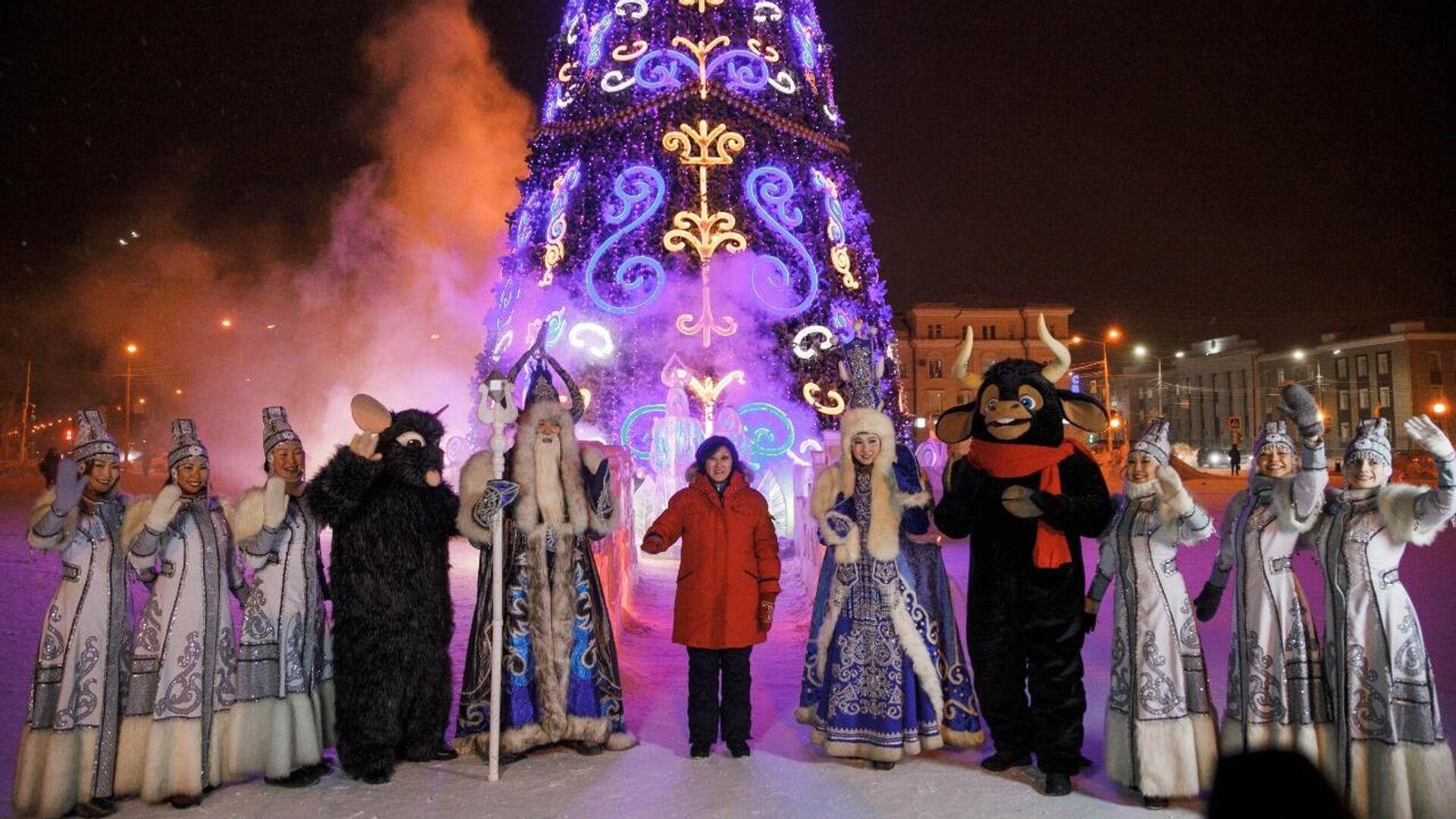 Торжественная церемония зажжения ёлки на площади Орджоникидзе в Якутске - РИА Новости, 1920, 01.12.2020