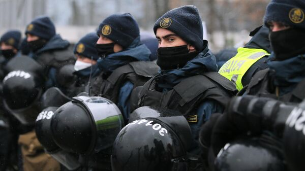 Сотрудники полиции во время акции протеста представителей малого и среднего бизнеса в Киеве