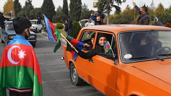 Жители Гянджи радуются переходу Кельбаджарского района Азербайджану