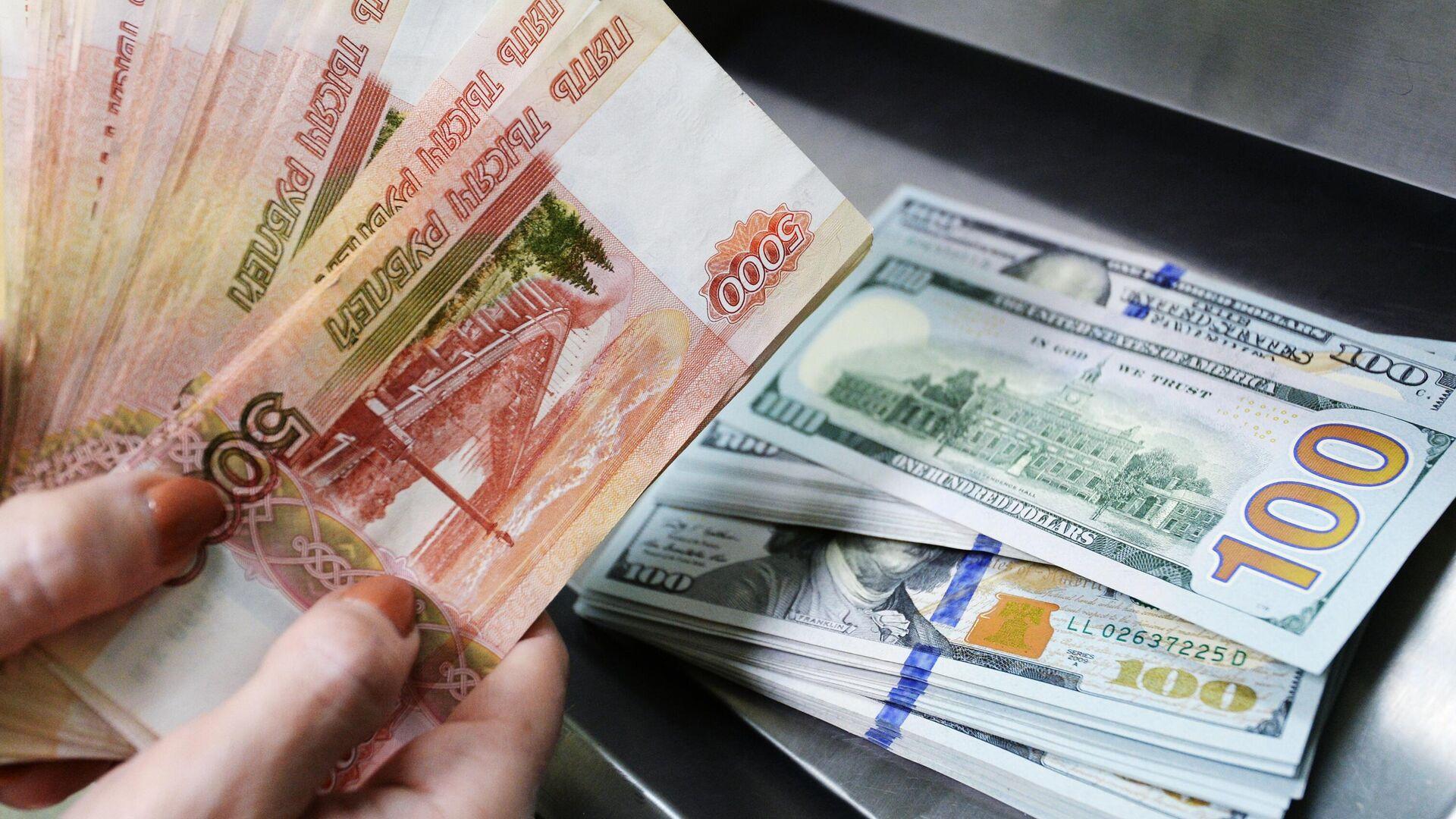 Доллары США и рубли - РИА Новости, 1920, 07.01.2021