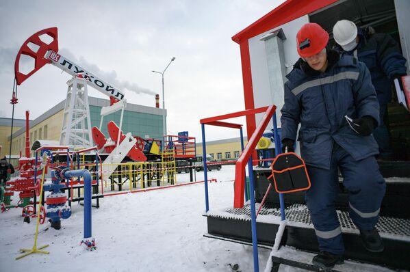 Тренинг студентов  специальности Оператор нефтяных и газовых скважин на учебной площадке в Когалымском политехническом колледже