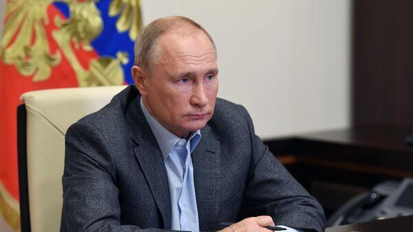 Президент РФ Владимир Путин во время встречи в режиме видеоконференции с волонтерами и финалистами конкурса Доброволец России - 2020