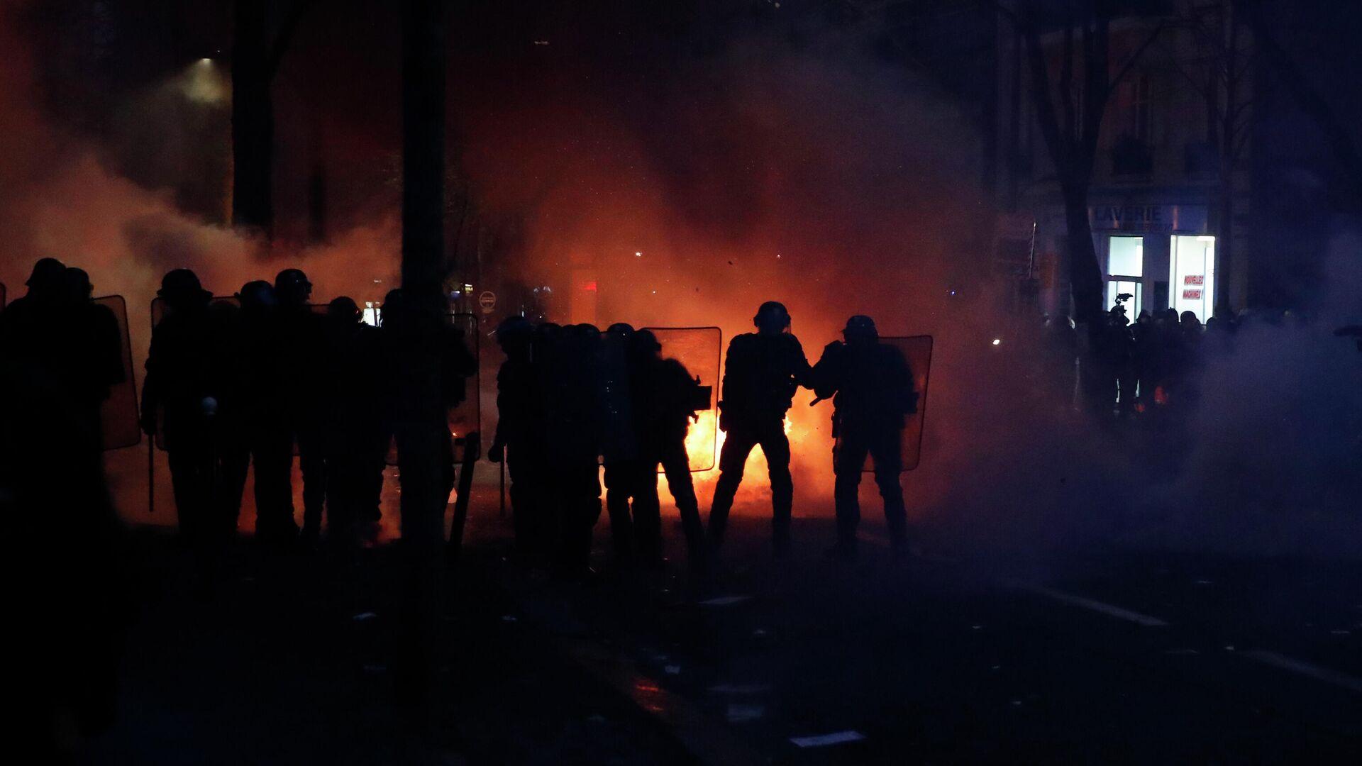 Полиция на акции протеста против законопроекта О глобальной безопасности в Париже - РИА Новости, 1920, 05.12.2020