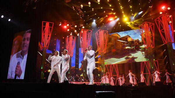 Участники группы Иванушки International на концерте Песня года - 2020